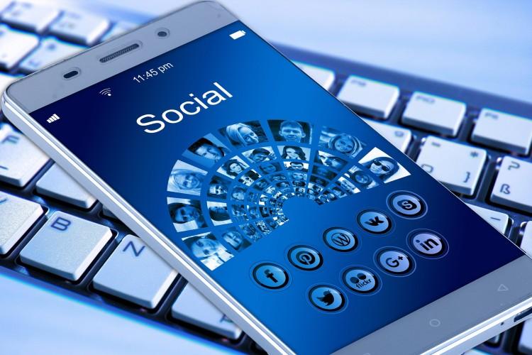 E-mailing asocial media